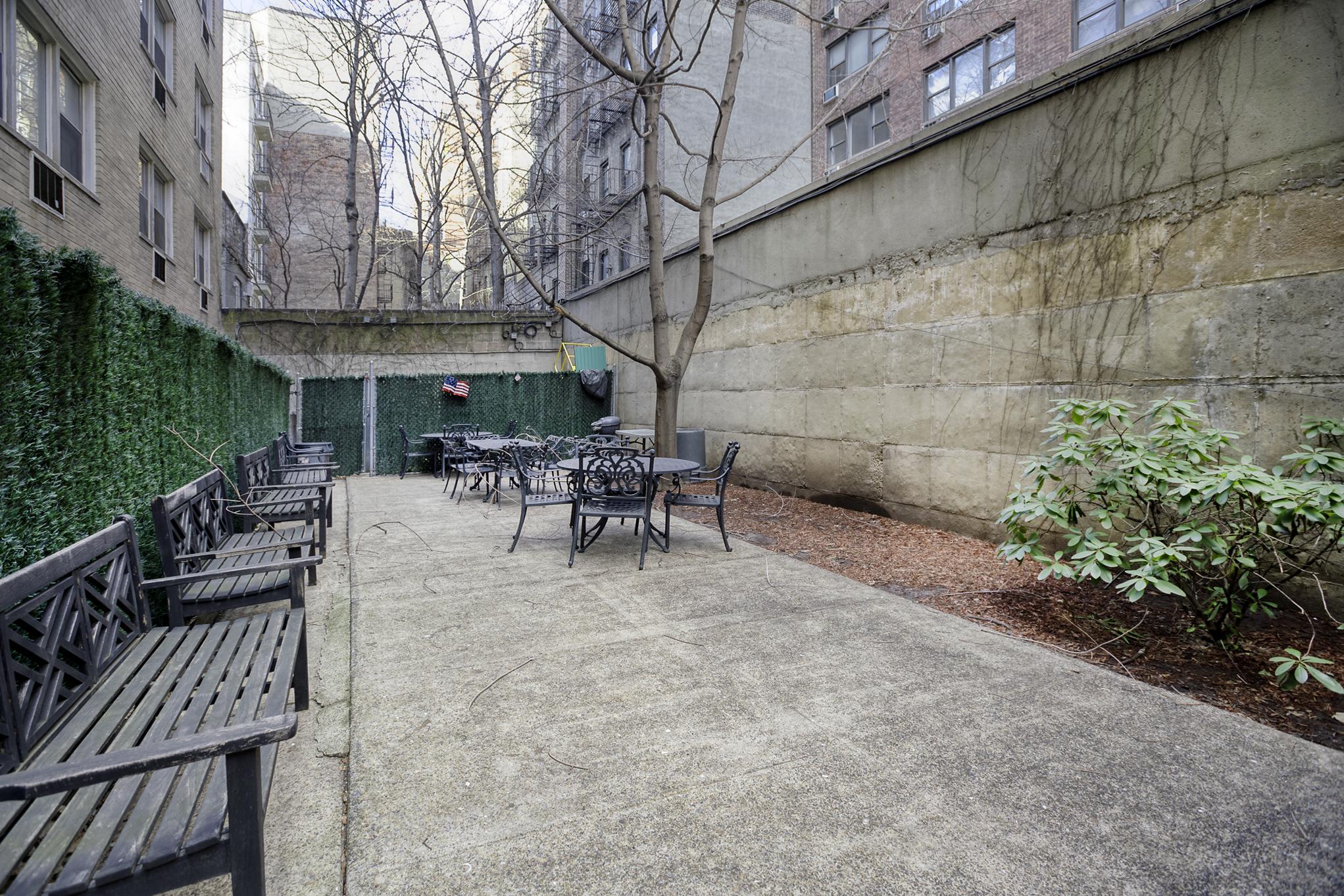 10D-courtyard.jpg