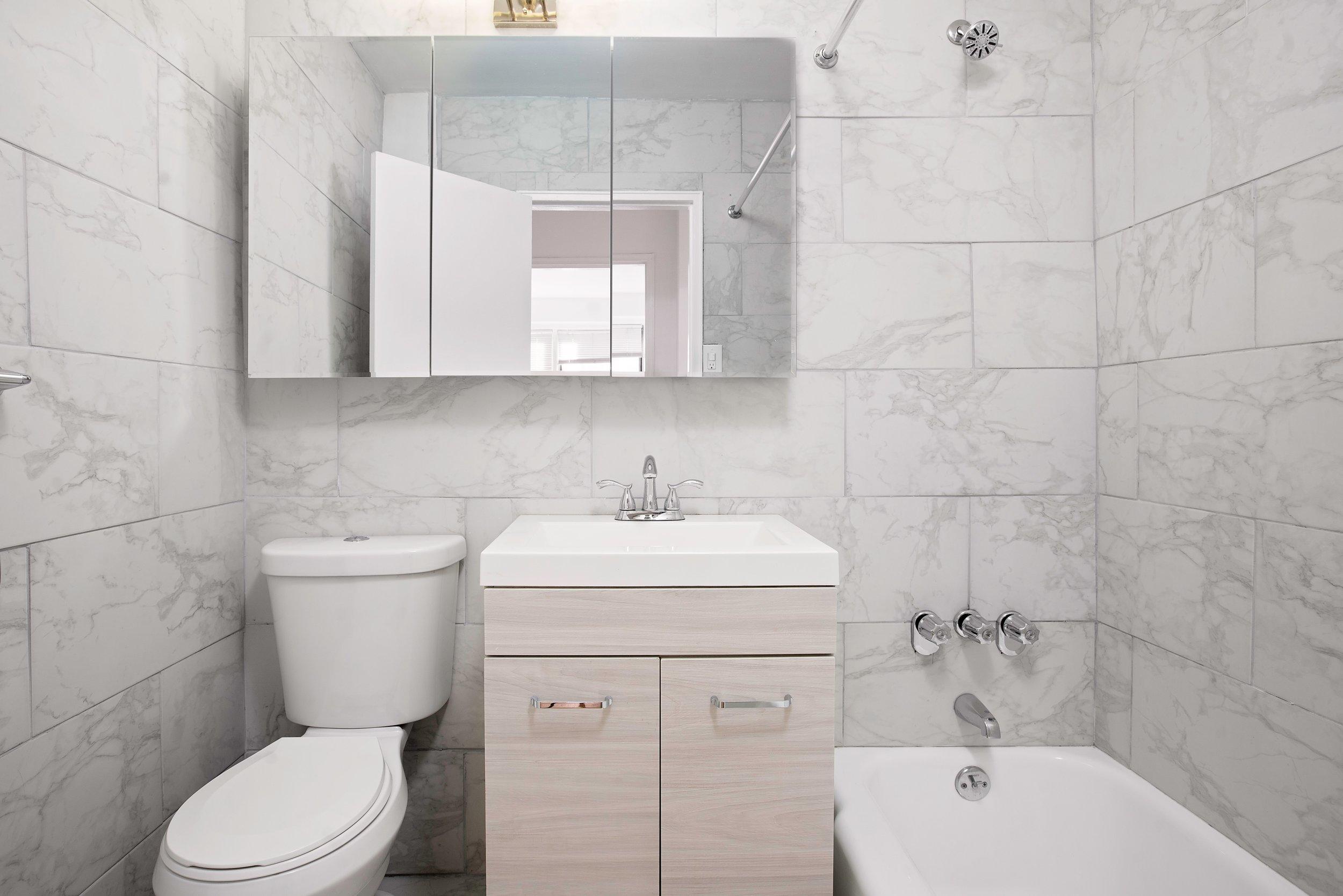 10D-bathroom.jpg