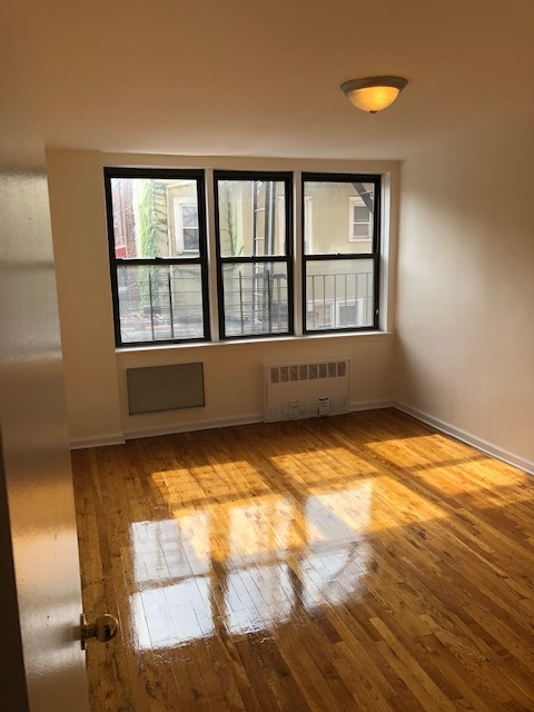 2225benson.2k.bedroom.jpg