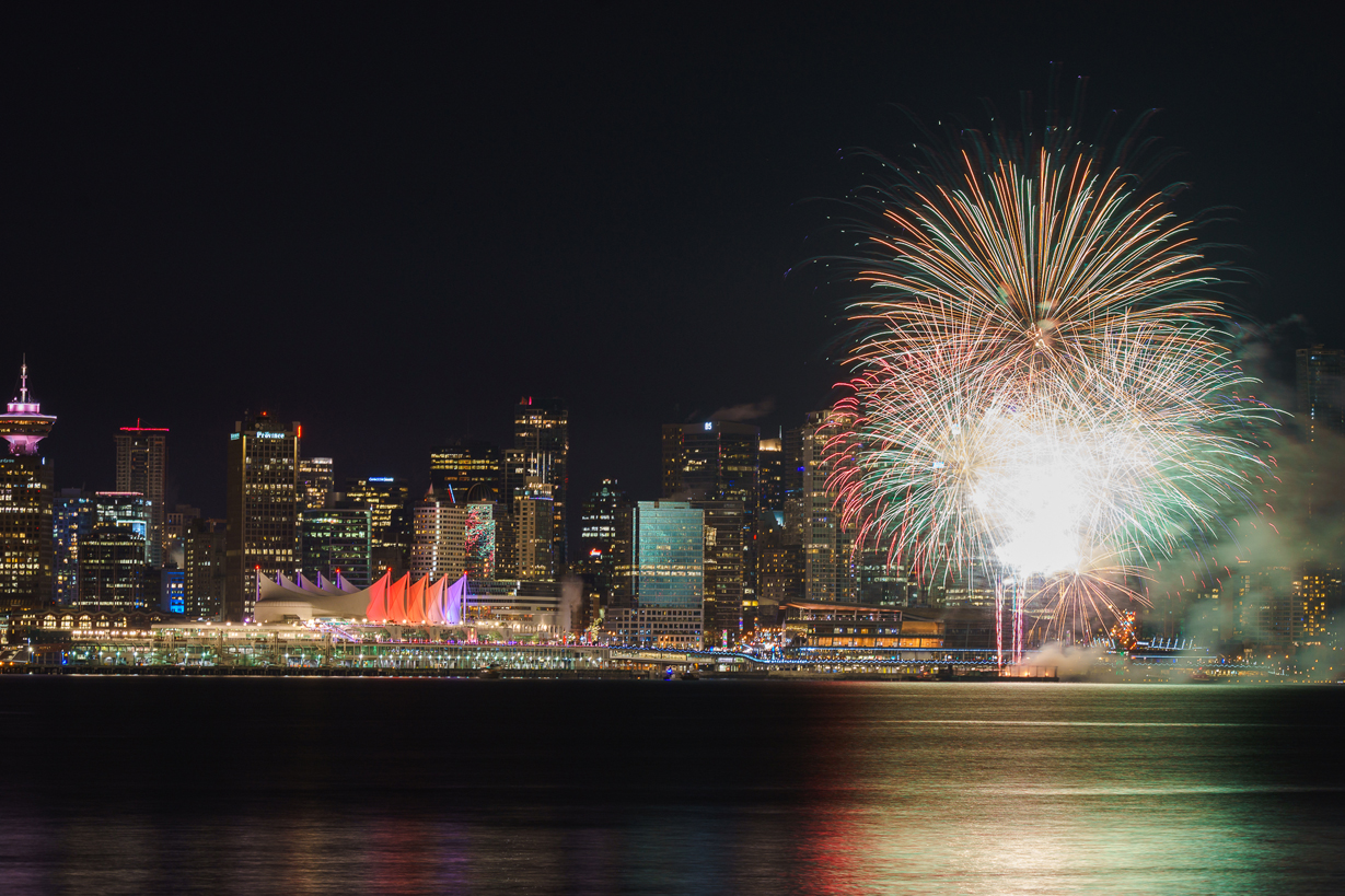 Fireworks at the New Years Eve celebration in Vancouver.jpg