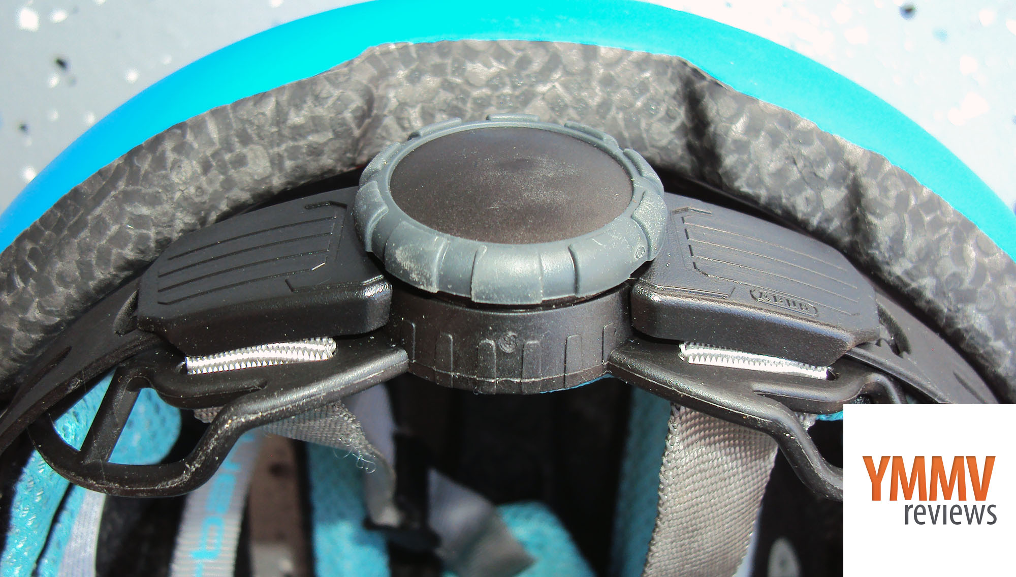 Ratcheting dial to adjust fit -