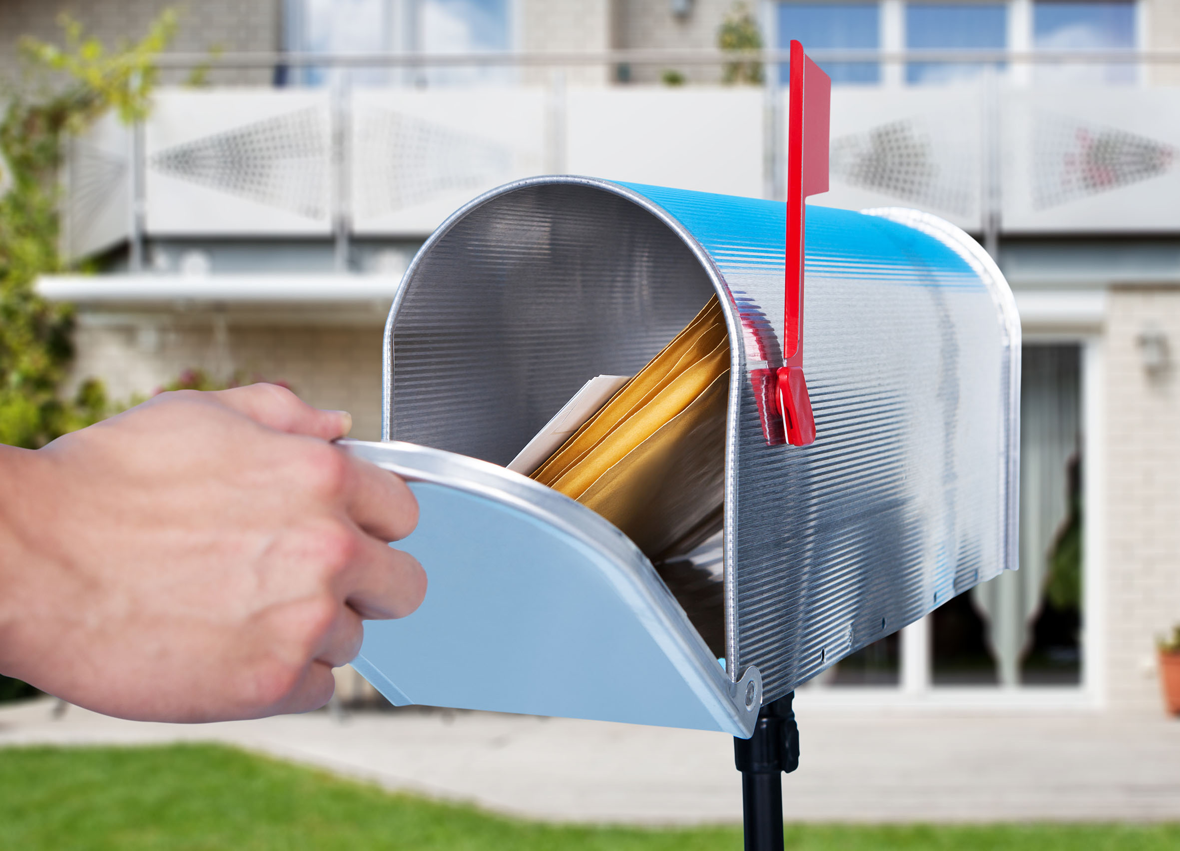 Pre-Shop Activation  Direct Mail (Education, Samples, Coupons, etc.) and/or Digital (Email Campaign)  Influencer or Consumer Targeting  Customized consumer databases developed around key demographics  Access to all HCPs, DDS, and Veterinarians