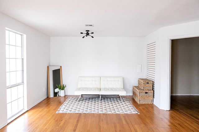 This sweet little space at #whitemoosewestern is the perfect cozy spot for those lifestyle sessions. Just a friendly reminder that the futon lays flat to make a bed and the prop room has a beautiful white comforter and white pillows for you to use. • • #whitemoosestudios for a chance to be featured.