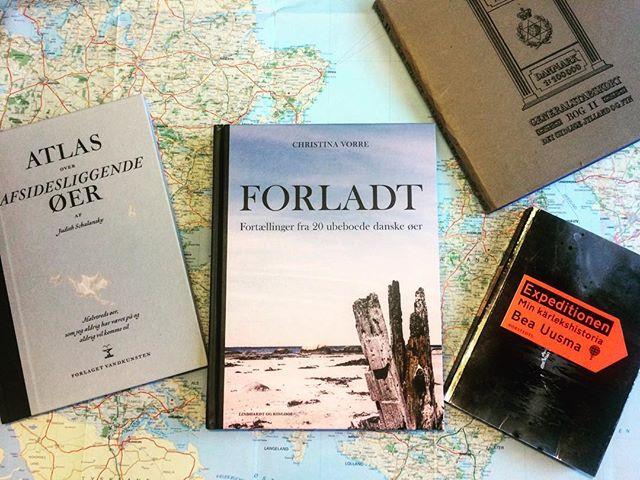 Forladt i godt (ø)selskab. Læsestof til juleferien? #ubeboetø #forladt #atlasoverafsidesliggendeøer #expeditionen #læsestofforopdagelsesrejsende