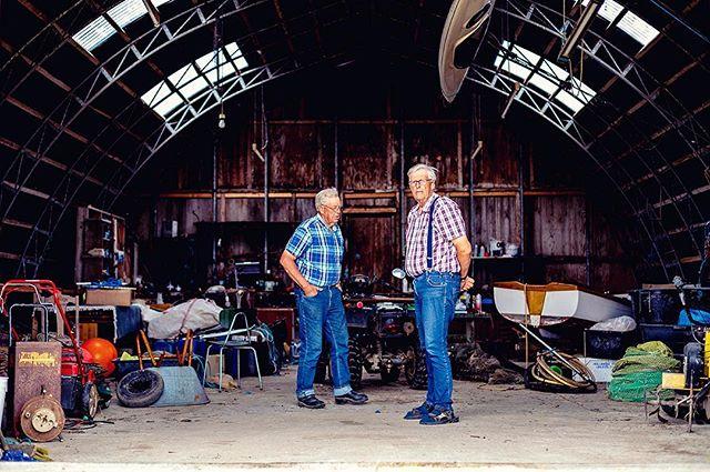 Repost fra @de_sidste_oeboere // Morten og Frede er også kendt som brødrene fra Birkholm. De har boet på øen hele deres liv, og nu er de nogle af de sidste fastboende tilbage. #Desidsteøboere #Birkholm #Fredeogmorten #brødrenefrabirkholm