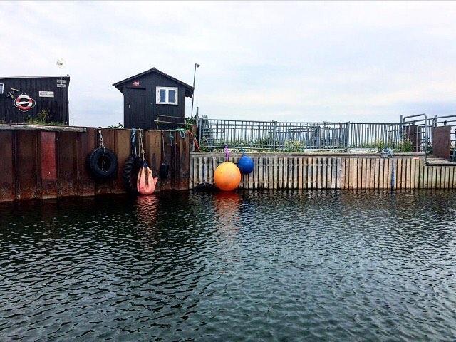 Saltholm havn. Repost fra @de_sidste_oeboere #desidsteøboere #saltholm #kuntobeboeretilbage #kun12kilometerfrarådhuspladsen #visitdenmark @govisitdenmark @lindhardtogringhof