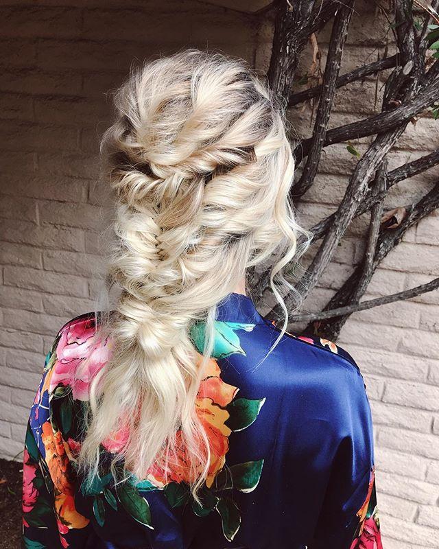 Icy texture ❄️ ⠀⠀⠀ ⠀⠀⠀ ⠀⠀⠀ ⠀⠀⠀ #braidedstyles #blondebraids #khaleesihair #platinumblonde #bohobraids #messyupdo #modernbride #bridesmaidhair #bridesmaidhairstyles #beyondtheponytail #behindthechair #unitehair #kenraprofessional #amikahair #verbhair #masterofbraids #sandiegohairstylist #sandiegobridalstylist