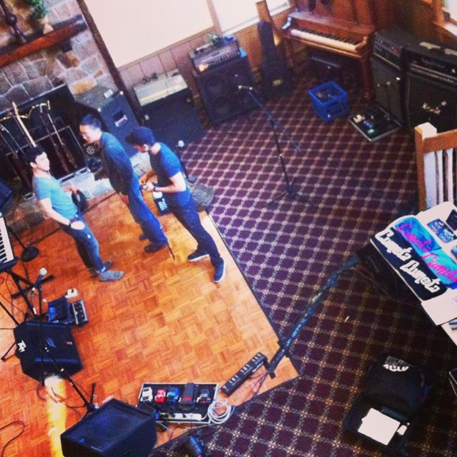 #FBF Private party for our homie @georgec_dance 🤘🏽🎂 . Who else is an #AprilBaby? 👶 . . . . . . . . . . #stage #party #gear #music #birthday #bands #poppunk #musician #ct #ctmusic #April #aeriel #aerielview #guitar #bass #piano