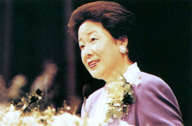 True Mother gives her address at the UN September 7, 1993.
