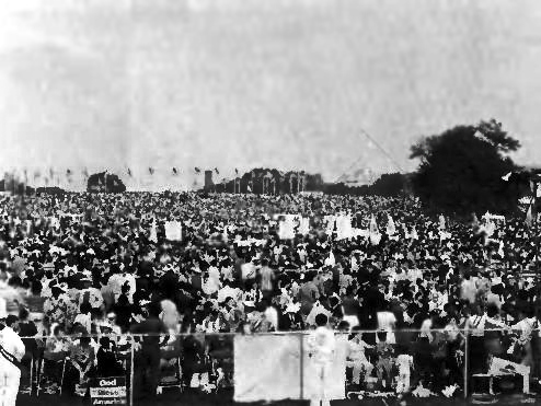 Crowds gather at the Washington Monument when True Father speaks in 1976.