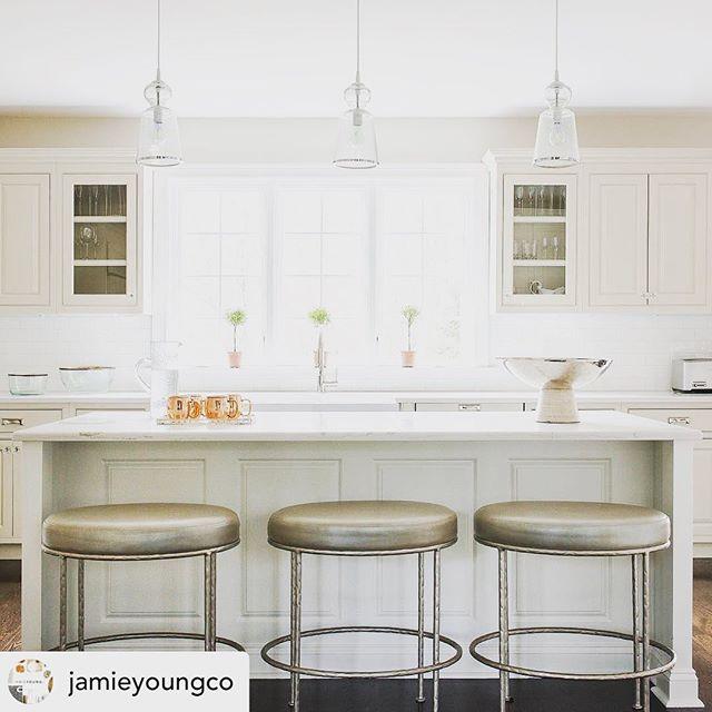 "@jamieyoungco repost of this terrific kitchen ""refresh"" job from a few + years ago that STILL looks fresh! 😉🌟🌟#timelessdesign #interiordesign #designdotdesigner photo by the wonderful @janebeilesphoto"