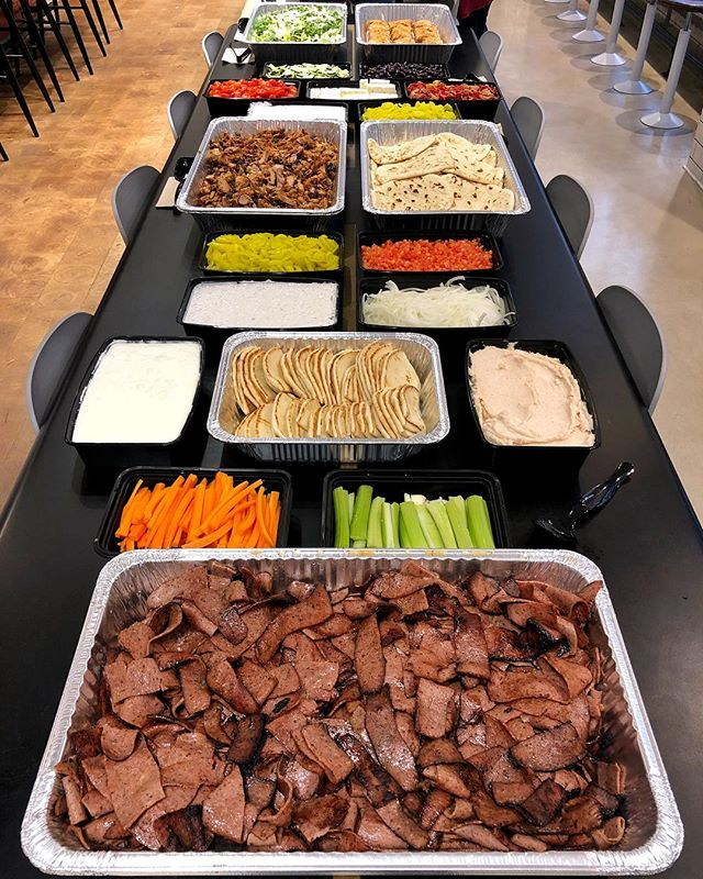 Just look at this awesome catering order!! Do you want your office lunch to look like this? 😍 Email catering@piggie-smalls.com to order — or, send us a DM with your email, and we'll contact you! Happy Monday 💙