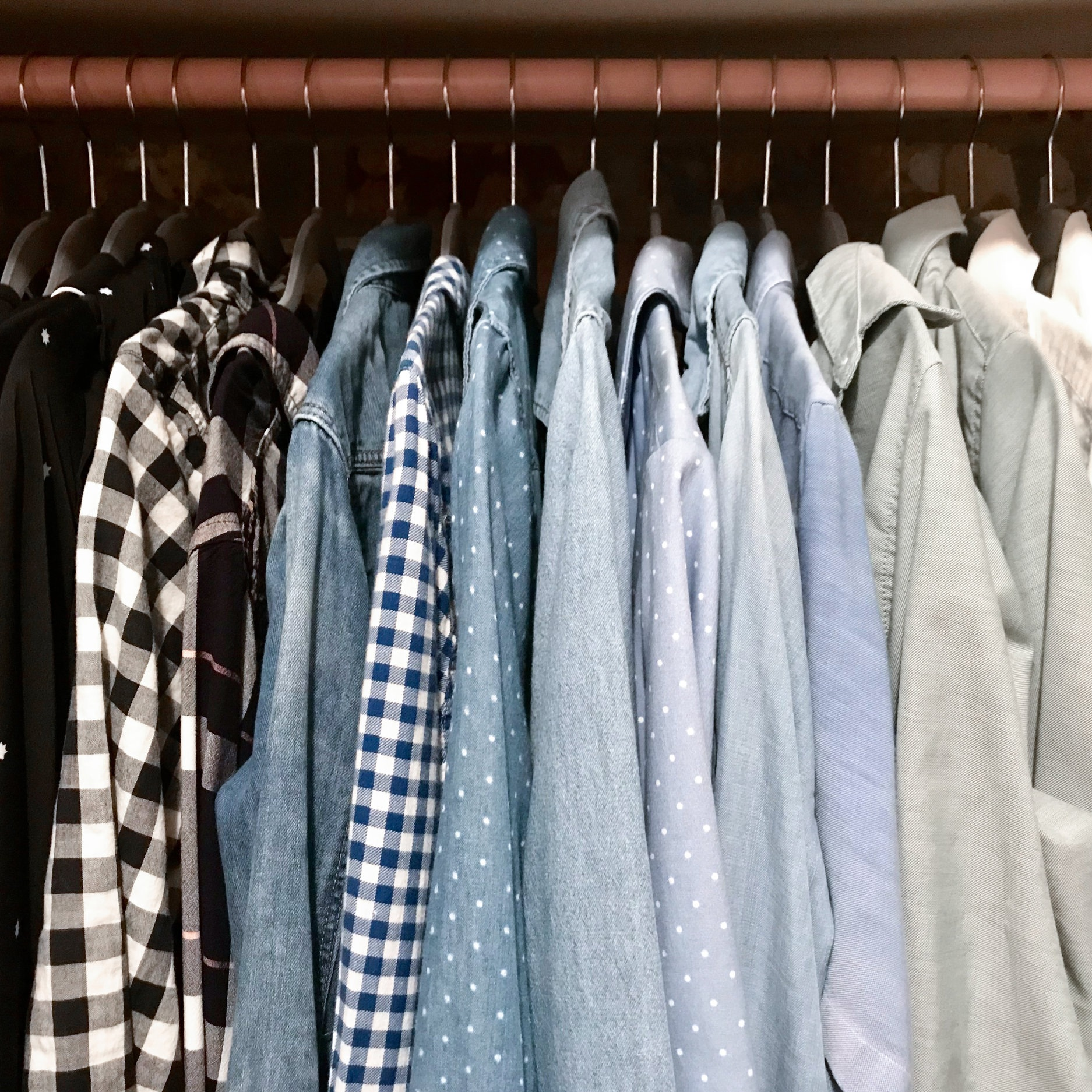 Color-coded+shirts+in+a+closet