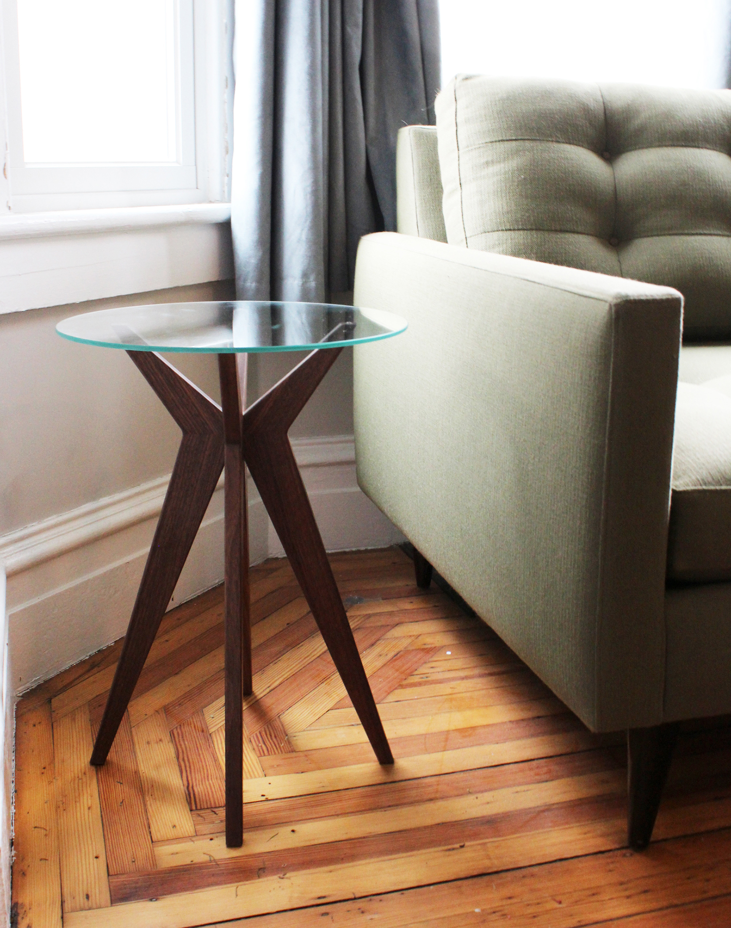 Jax table in walnut and glass