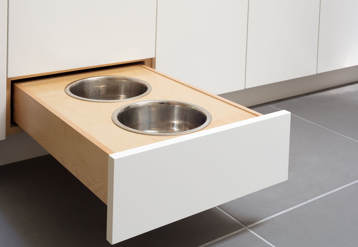 Custom pullout dog bowl