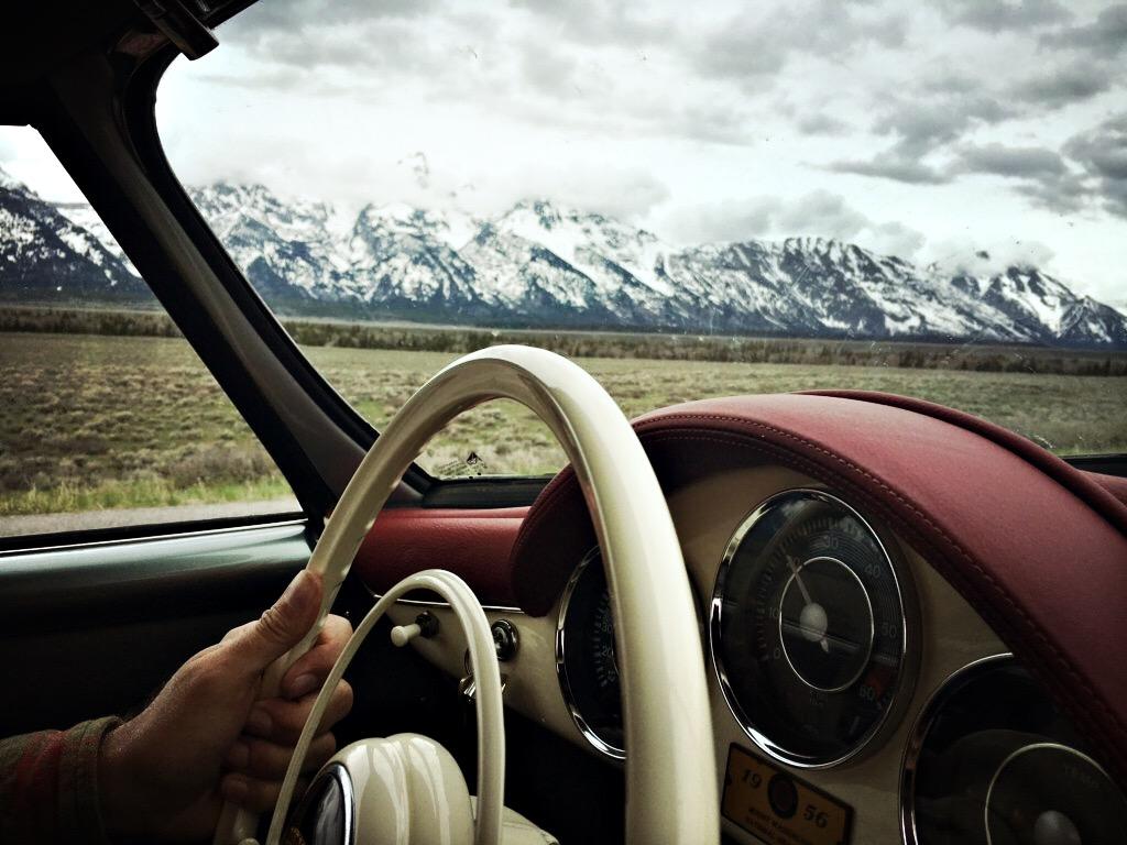 The 356 rolls by the Tetons. Pic by: Amanda Green.@quantumrun356.film #quantumrun356film
