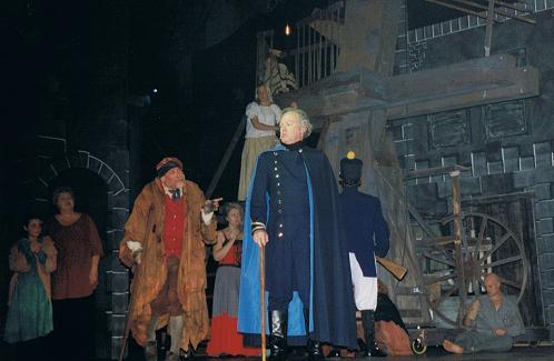 Richard McTigue as  Inspector Javert