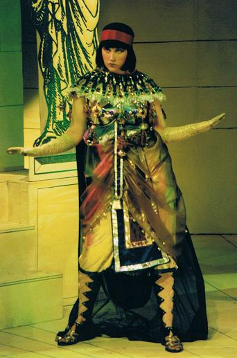 Debbie Halcrow as  Tintinabula