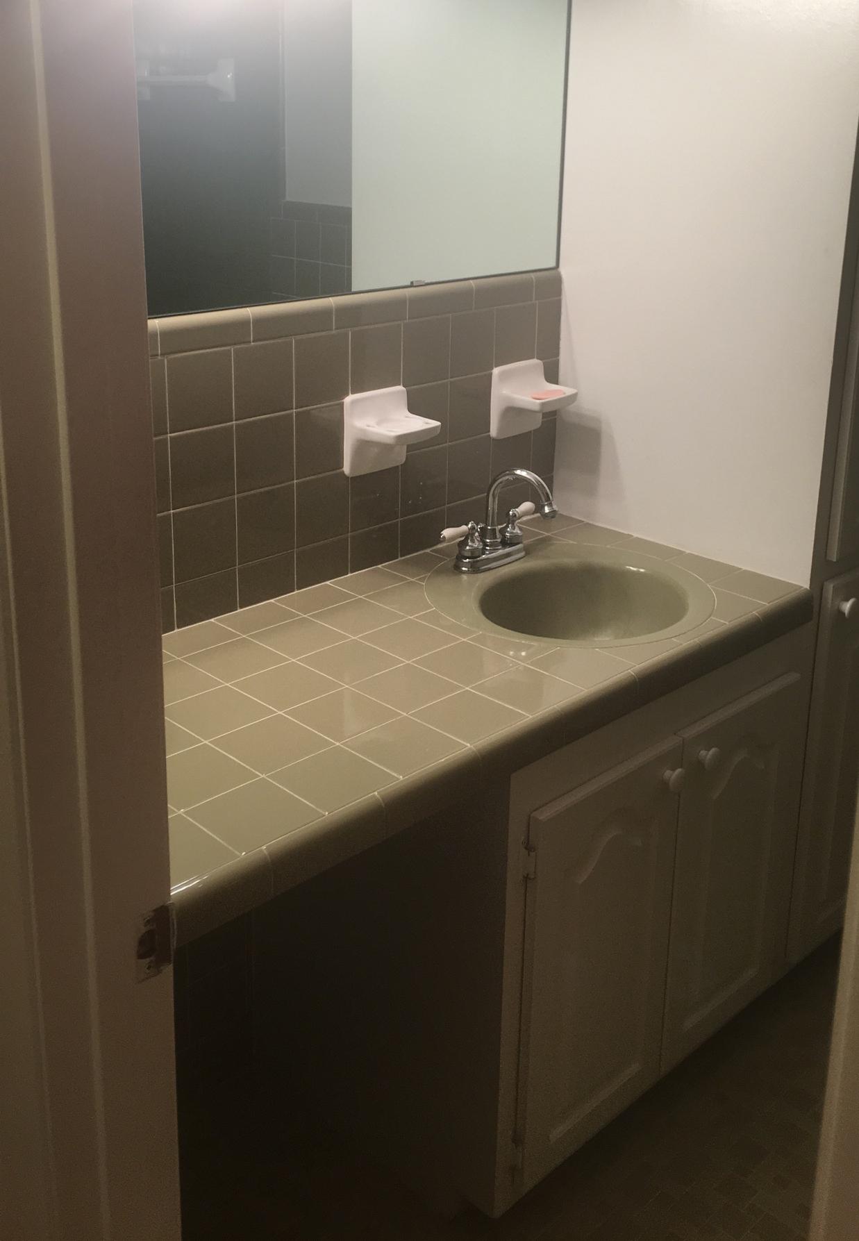 Kaitlyn Bathroom Before