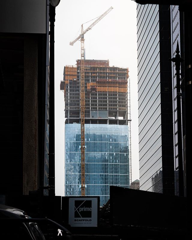 Views from Wolf Point East this morning . . . #photography #photograph #photo #photoshoot #canon #canonusa #lens #explore #exploretocreate #motivation #inspire #dark #artofvisuals #topshotz #construction #walshatwork #walsh #chicago #walsh #heavyduty #hardwork #constructionworker #wolfpointeast #skyscraper #streetphotography #cityphotography