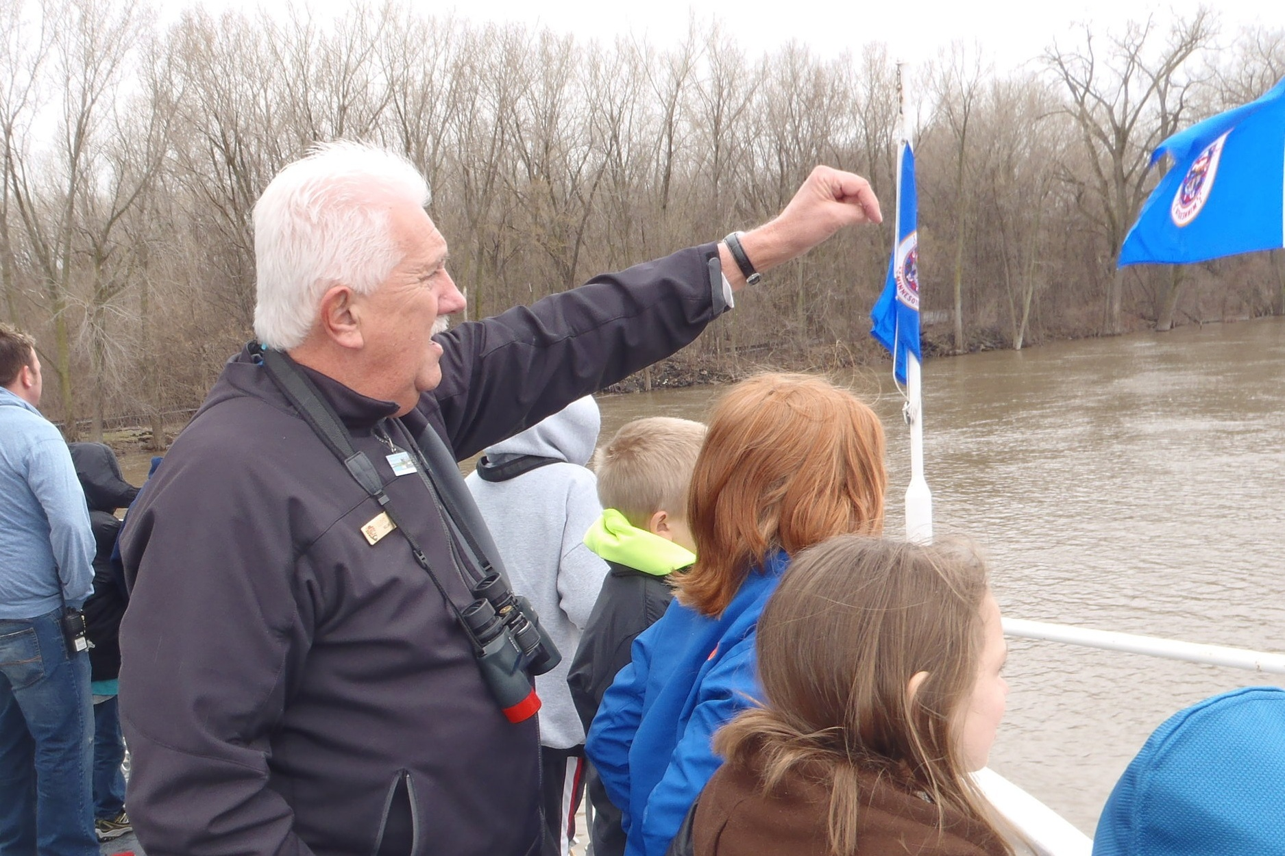 Birds Station - Volunteers help students use binocular and spot birds along the river. No experience is necessary, but an enthusiasm for birds and a willingness to facilitate student learning is a must.