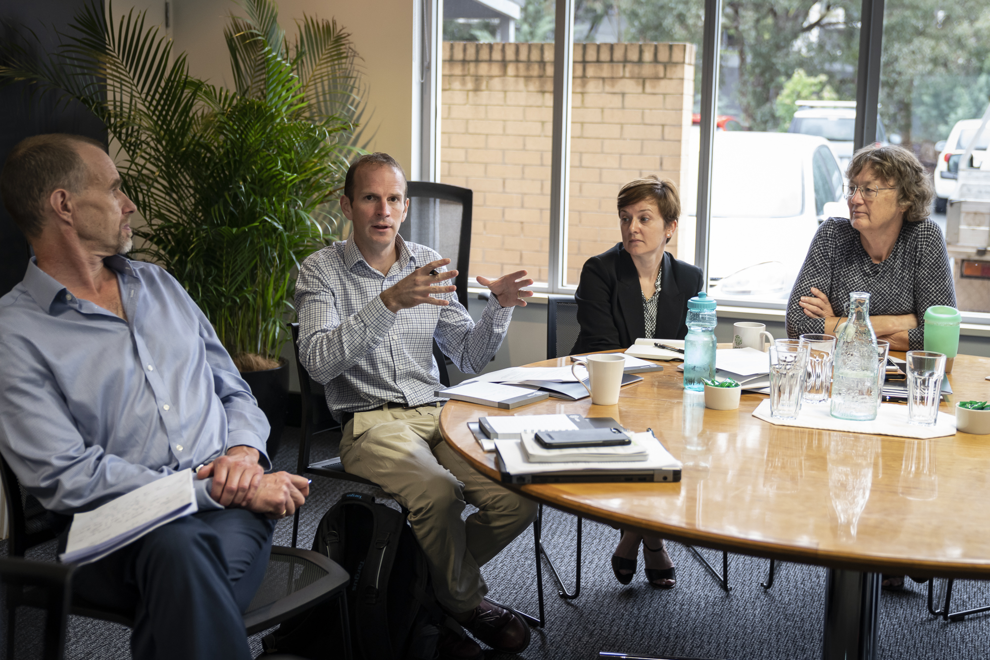 (L-R) Dan Walker (ACIAR Chief Scientist), Dave Penton (CSIRO SDIP) and ACIAR Research Program Managers Sarina McFadyen (Farming Systems) and Irene Kernot (Horticulture) discuss options for diversification of farming systems in the EGP.