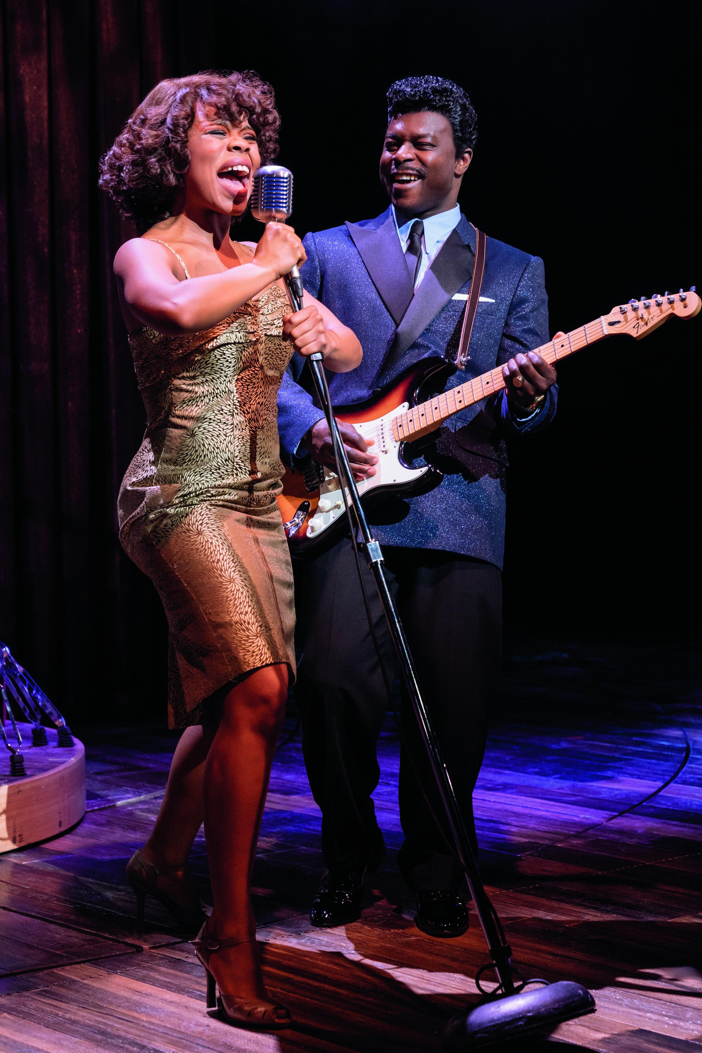 Prio2 TINA - Das Tina Turner Musical (Club Manhattan) Foto Manuel Harlan.jpg