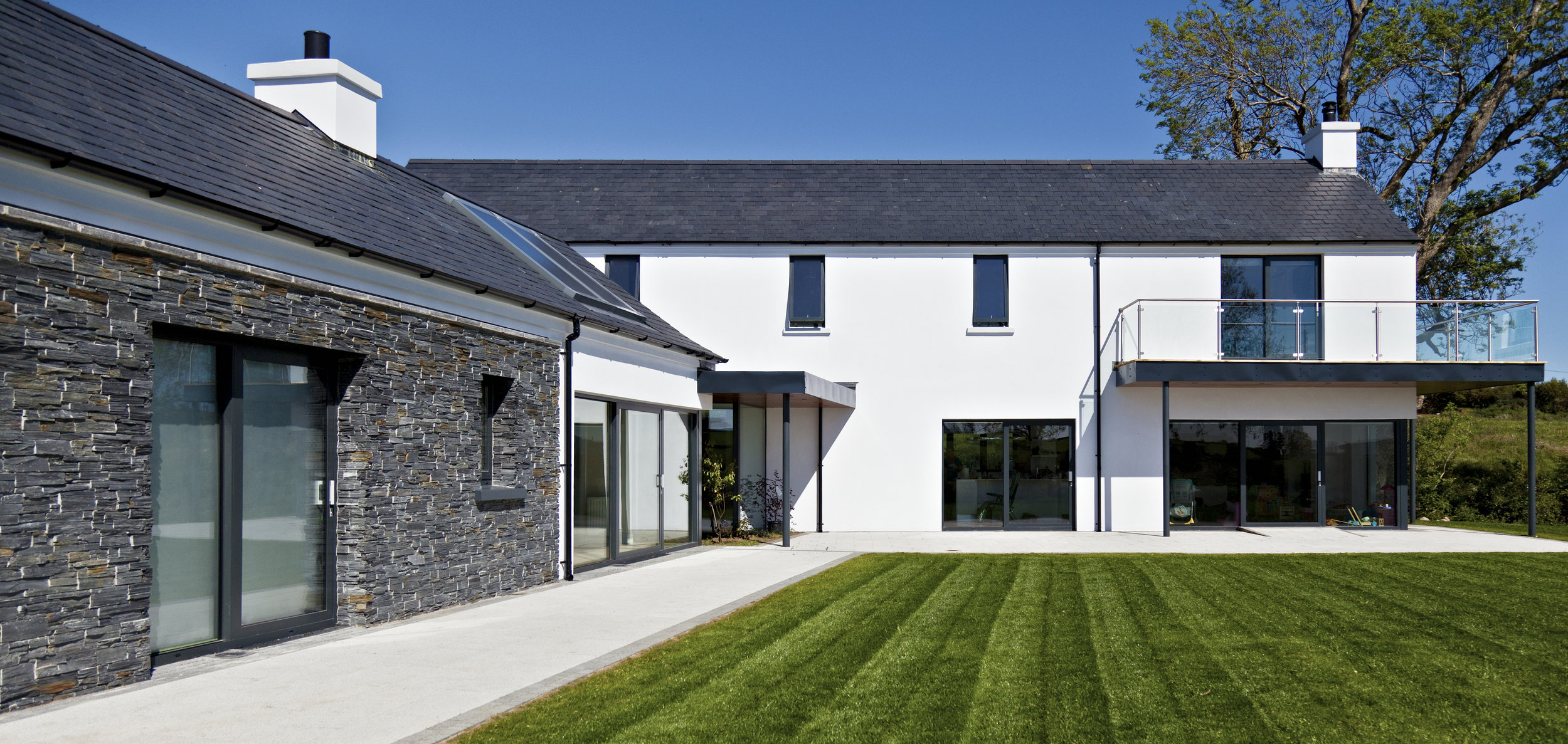 Paul_McAlister_Architects_Drumlins_Eco-House_side.jpg