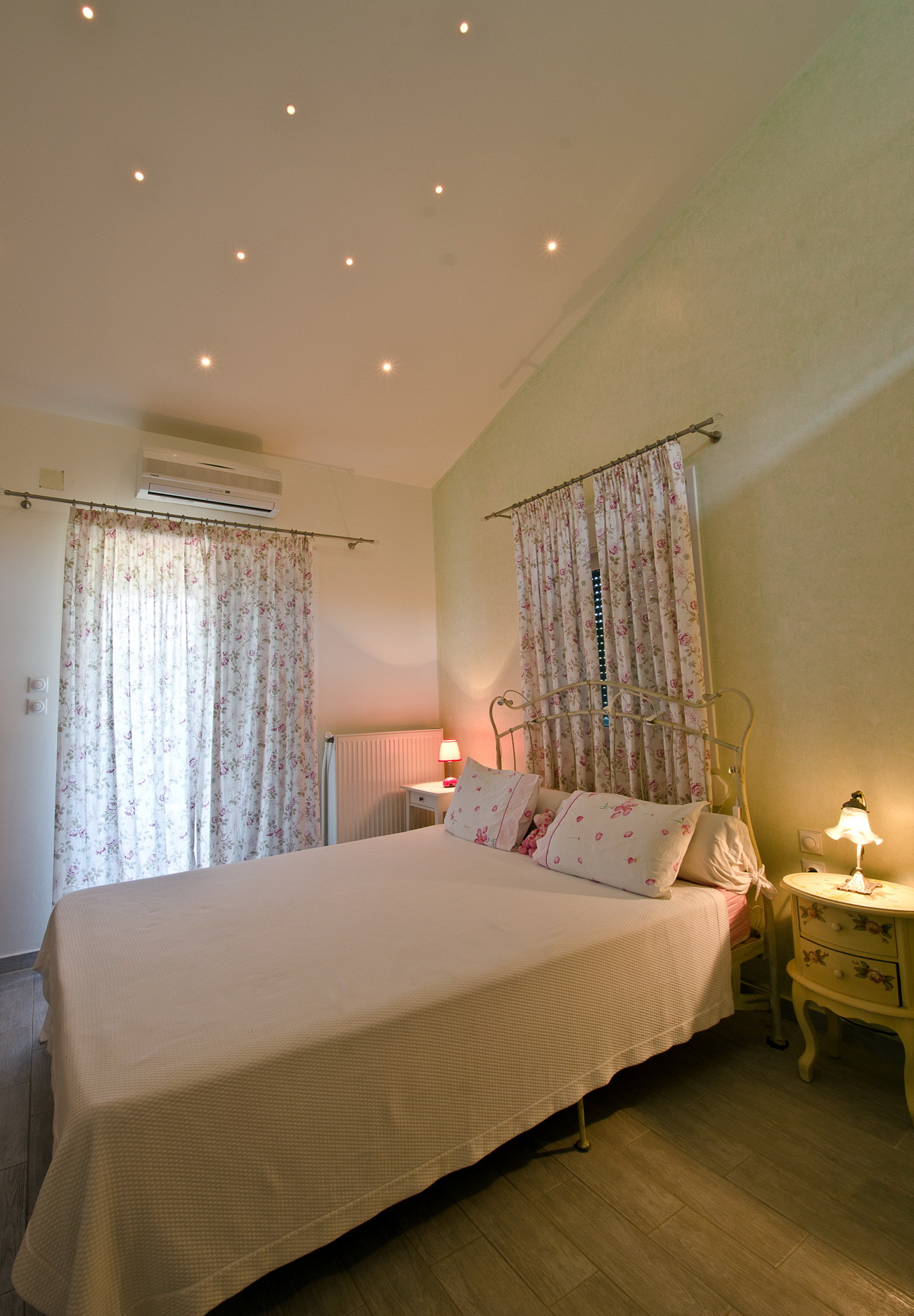 honeymoon bedroom villa loutsa 1.jpg