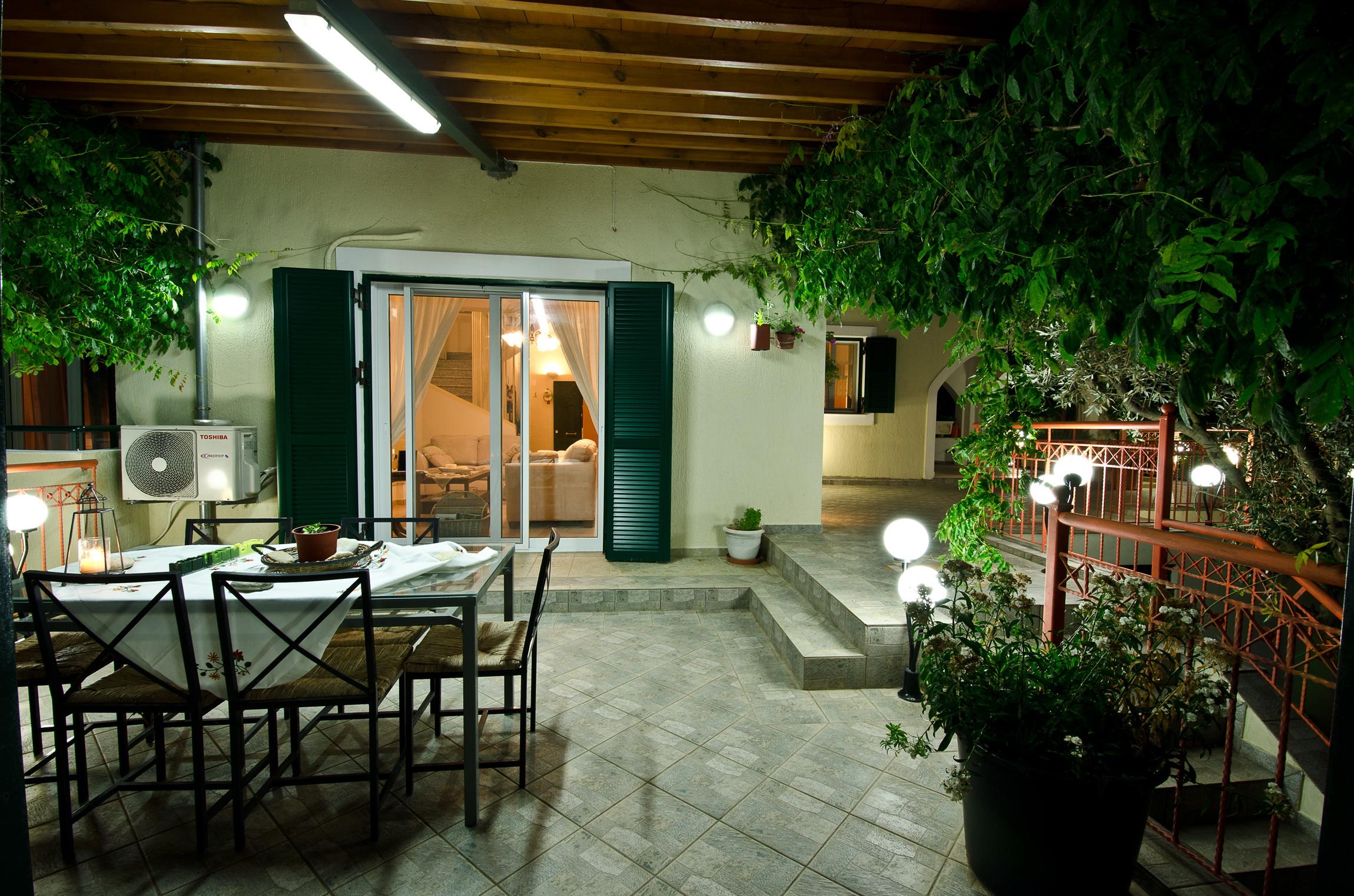 veranda loutsa 2.jpg