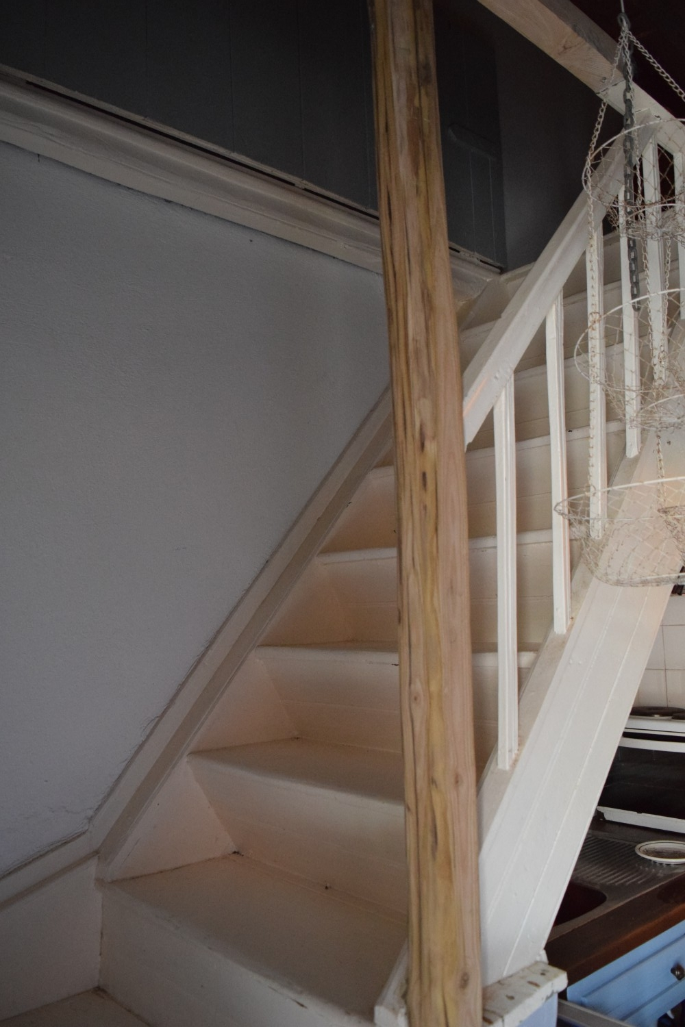 romantic_house_with_amazing-view_staircase_2.jpg
