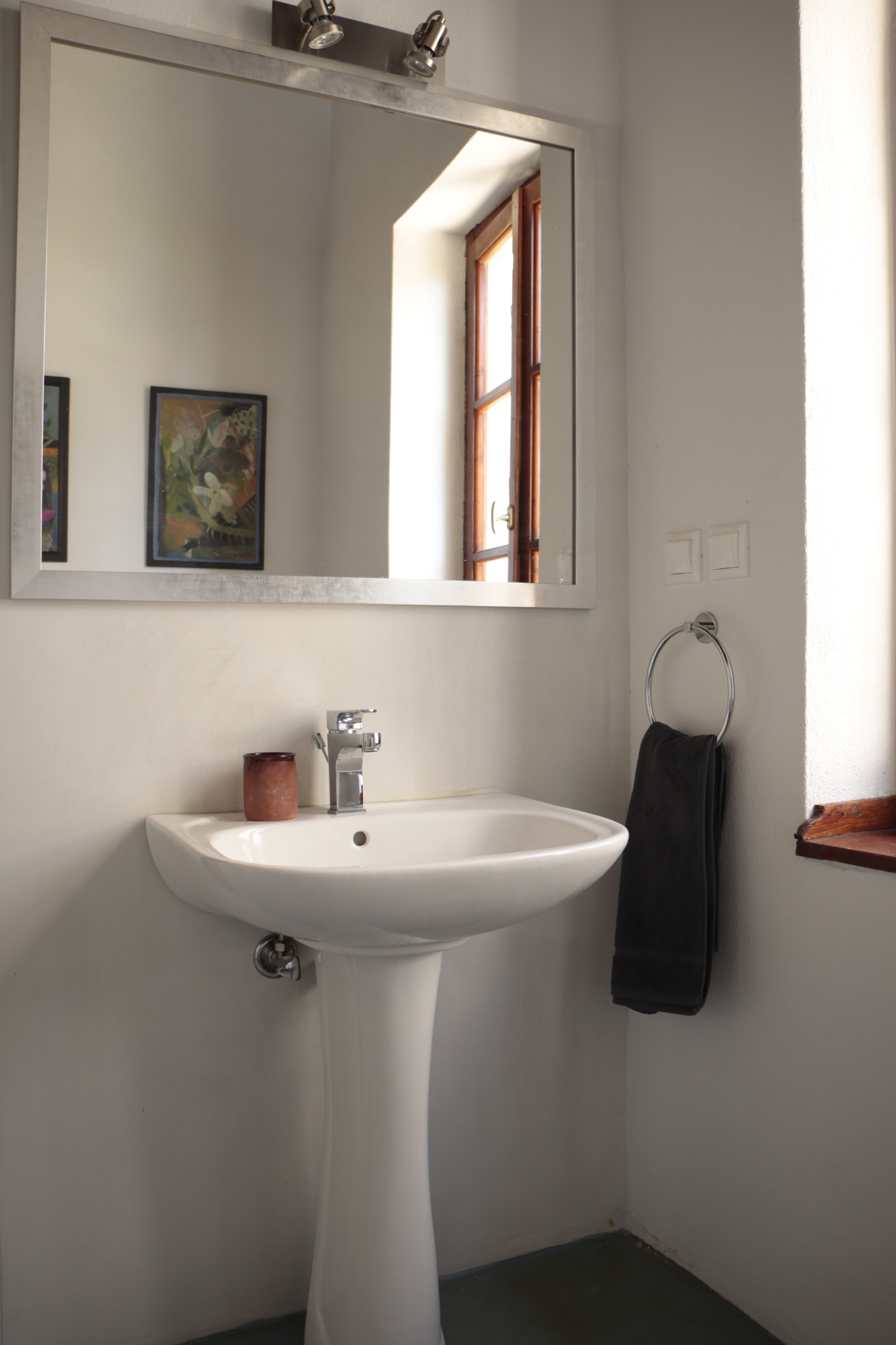 Wonderful_romantic_home_with_big_courtyard_second_bathroom.JPG
