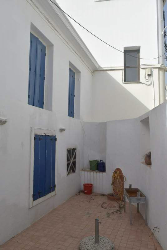 House_with_courtyard_1.JPG