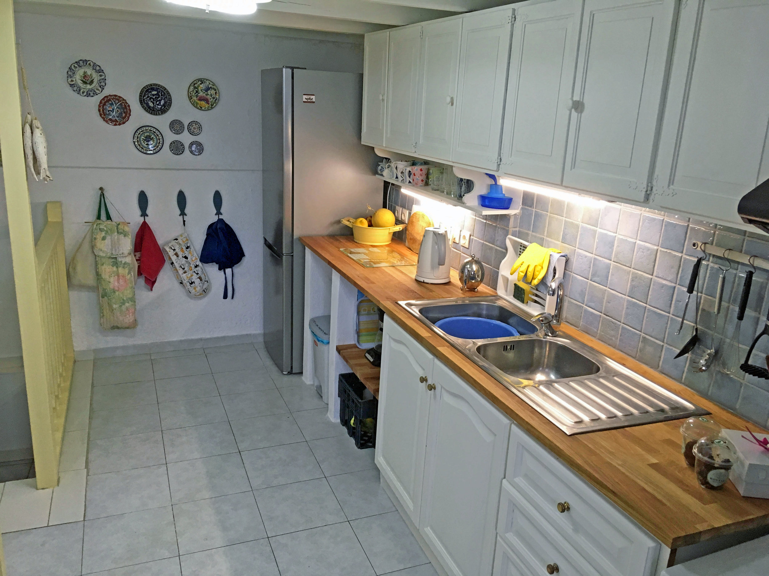 2. Kitchen - Rear.jpg