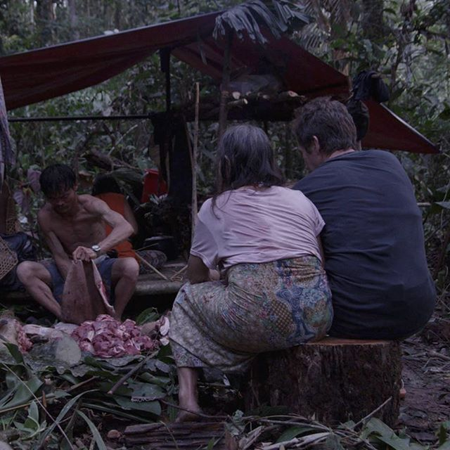 To cement social bonds and to make best use of resources The Penan People of Borneo share absolutely everything - even the tree stumps they sit upon. A touching and poignant moment in @tawai_film with @bruceparry.tawai #sharing #penan #tawai #bethechange #rainforest #huntergathers #indigenous