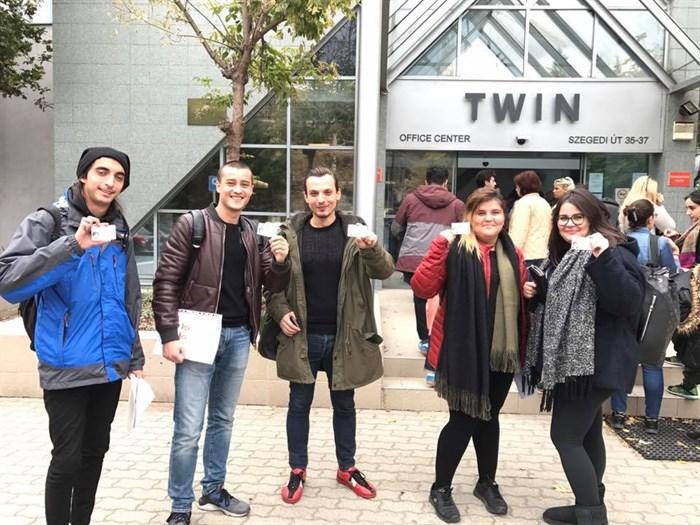"""Budapeşte'de üniversite eğitimi alacak olan öğrencilerimiz """"oturum kartlarını"""" aldılar.Yolunuz açık olsun!"""