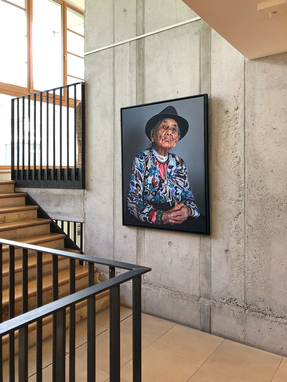 "Maria, 103, Ecuador, 2015, aus der Serie ""Aging Gracefully"", 120 x 90 cm, Pigmentprint auf Canvas"