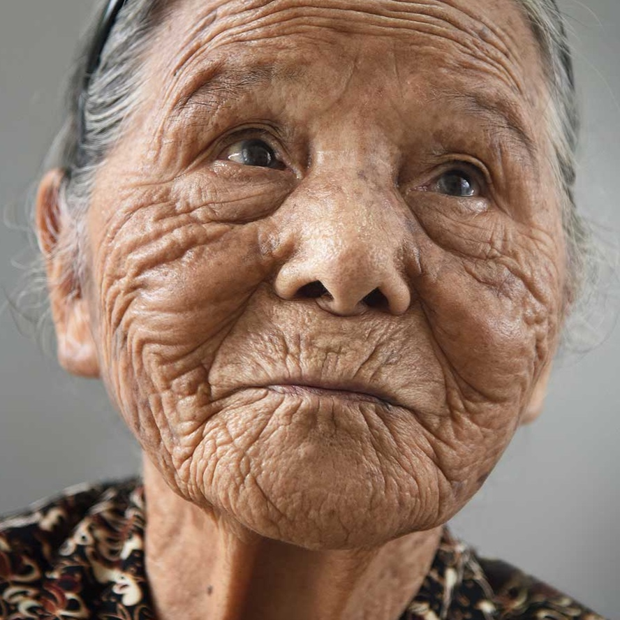 "Tonaki, 102, aus dem Buch ""100 Jahre Lebensglück"", Japan, 2014"