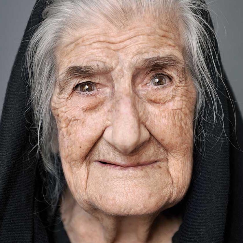 """Tonia Nola, 100, aus dem Buch """"100 Jahre Lebensglück"""", Sardinien, 2014"""