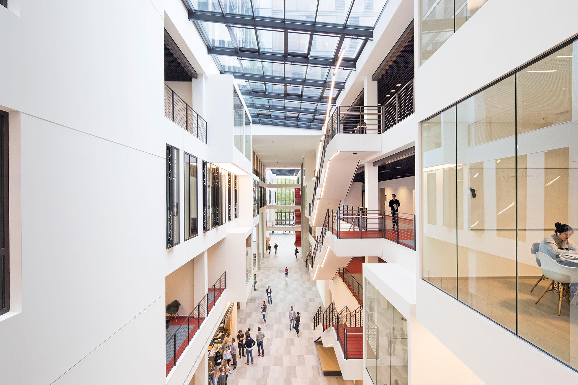 Frankfurt School of Finance & Management, Frankfurt am Main (architect: Henning Larsen)