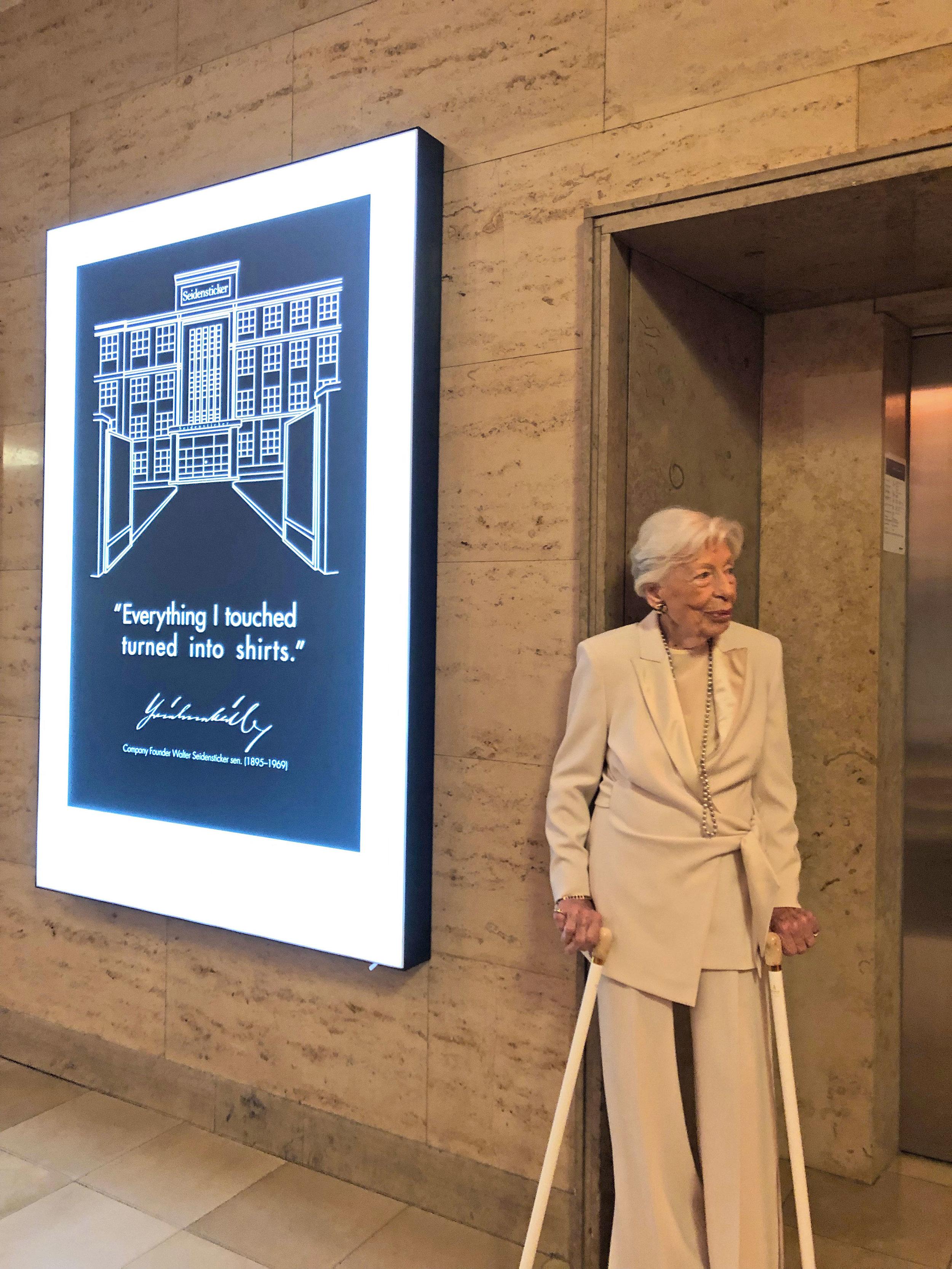 Die 104-jährige Inge Wolf besucht den Festakt