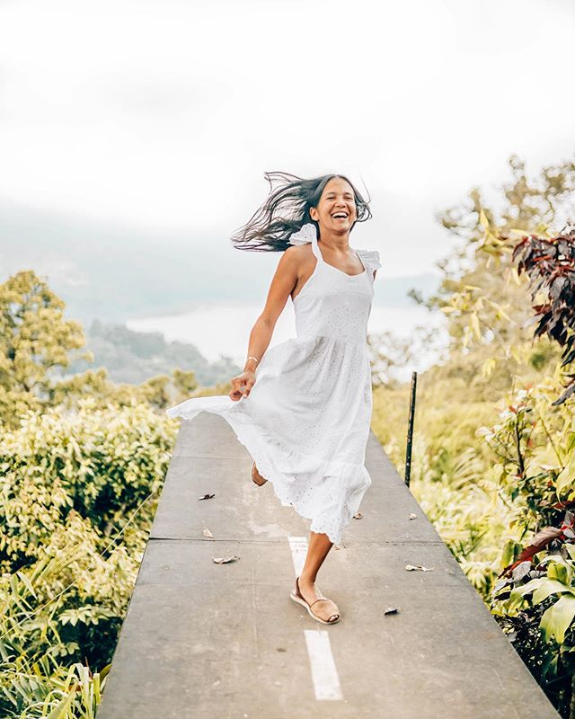 ME when @nilsrosenbach says: Let's go on an adventure! 🚀⁣ ⁣ New travels, getaways, #CRISTYNILS love story and wedding updates coming up on the next IGTV video. So stay right there 😁🤩⁣ ⁣ FELIZ OMBLIGO de la semana ✨