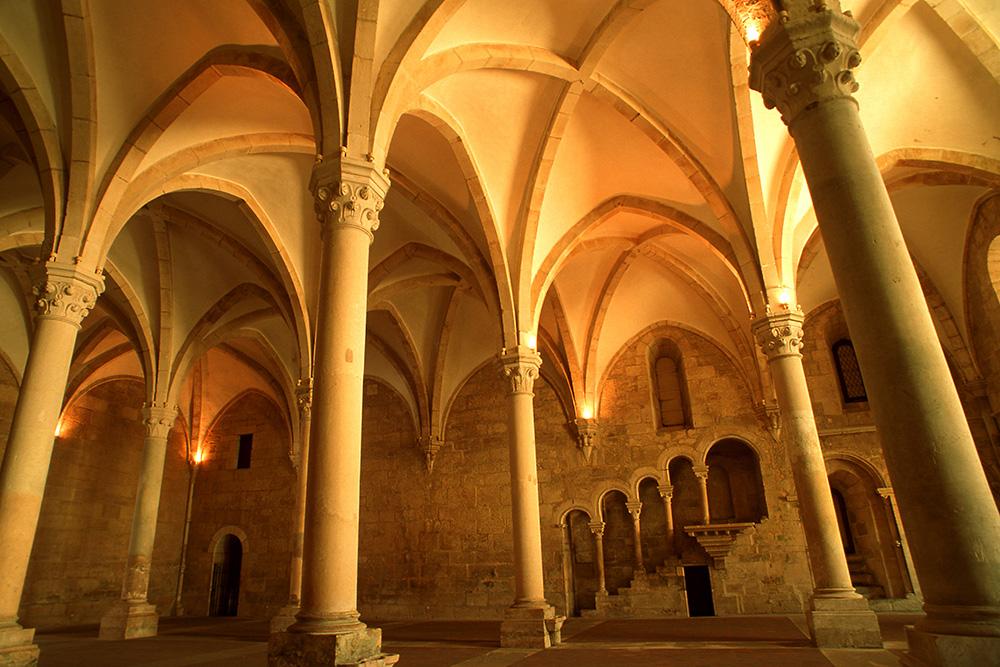 Mosteiro de Santa Maria de Alcobaca_Interior_JP-RuiCunha.jpg