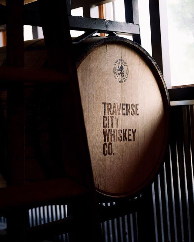Whiskey time is the best time. Agreed? • . . . . . . #upnorth #upnorthmichigan #🥃 #48HRS #traveling  #blogpromotion  #travelblogger #travelbloggers #visualsgang #travelblog #travelgram  #bloggingtips #problogging  #instagram #cheers  #travelguide  #oldfashion  #puremichigan #whiskey #kinfolklife #kinfolk  #visualoflife  #photooftheday #winery  #artofvisuals  #visualsoflife #livefolk #liveauthentic #moody