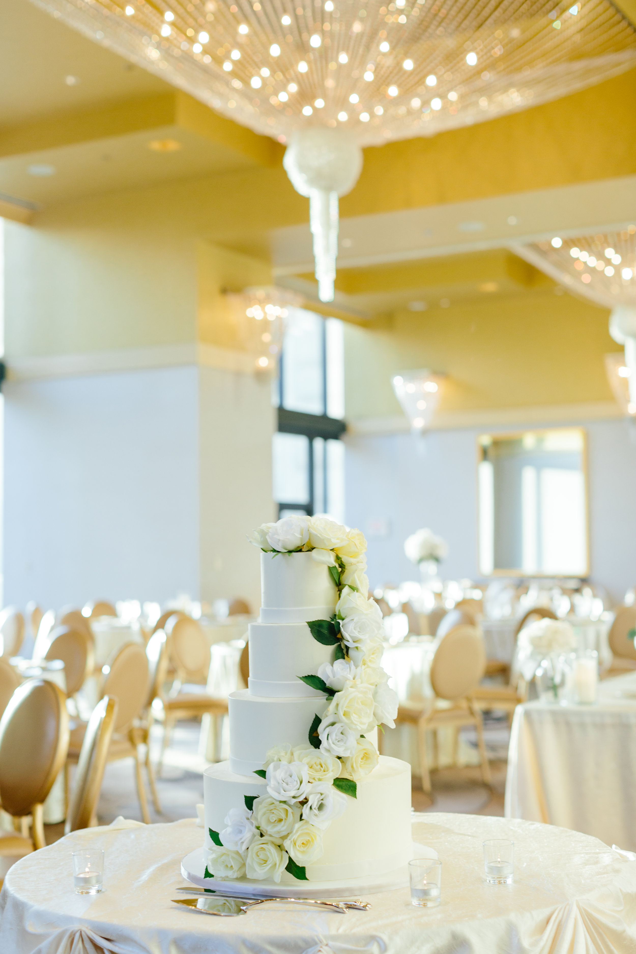 Your Day by MK | Chicago Wedding Planner | Kimpton Palomar Wedding | Wedding Cake with lots of flowers | Alliance Bakery