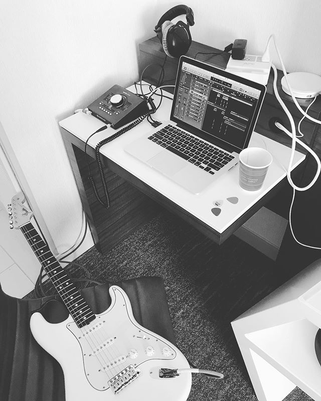 Recording guitars in the hotel for my genius friend @smurf4lyfe - photo is black and white to show you that it's really artistic and not just a questionable quality picture - really fortunate to be doing some enjoyable work with my @dreamville family again
