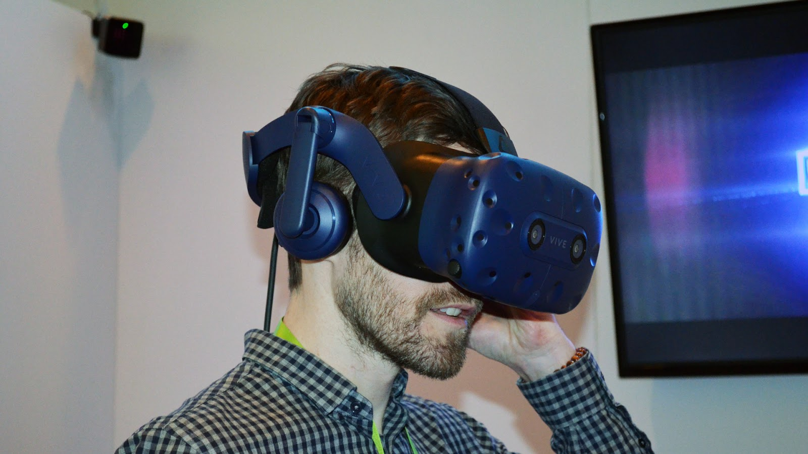 wireless-vr-htc-vive-pro-immersivetouch.jpg