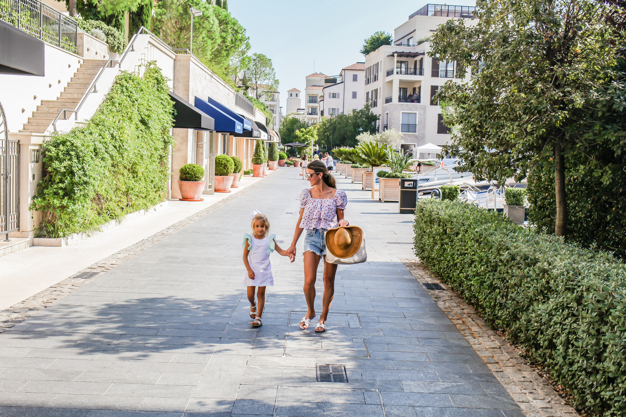 WALKING AROUNG THE SHOPS INSIDE PORTO MONTENEGRO
