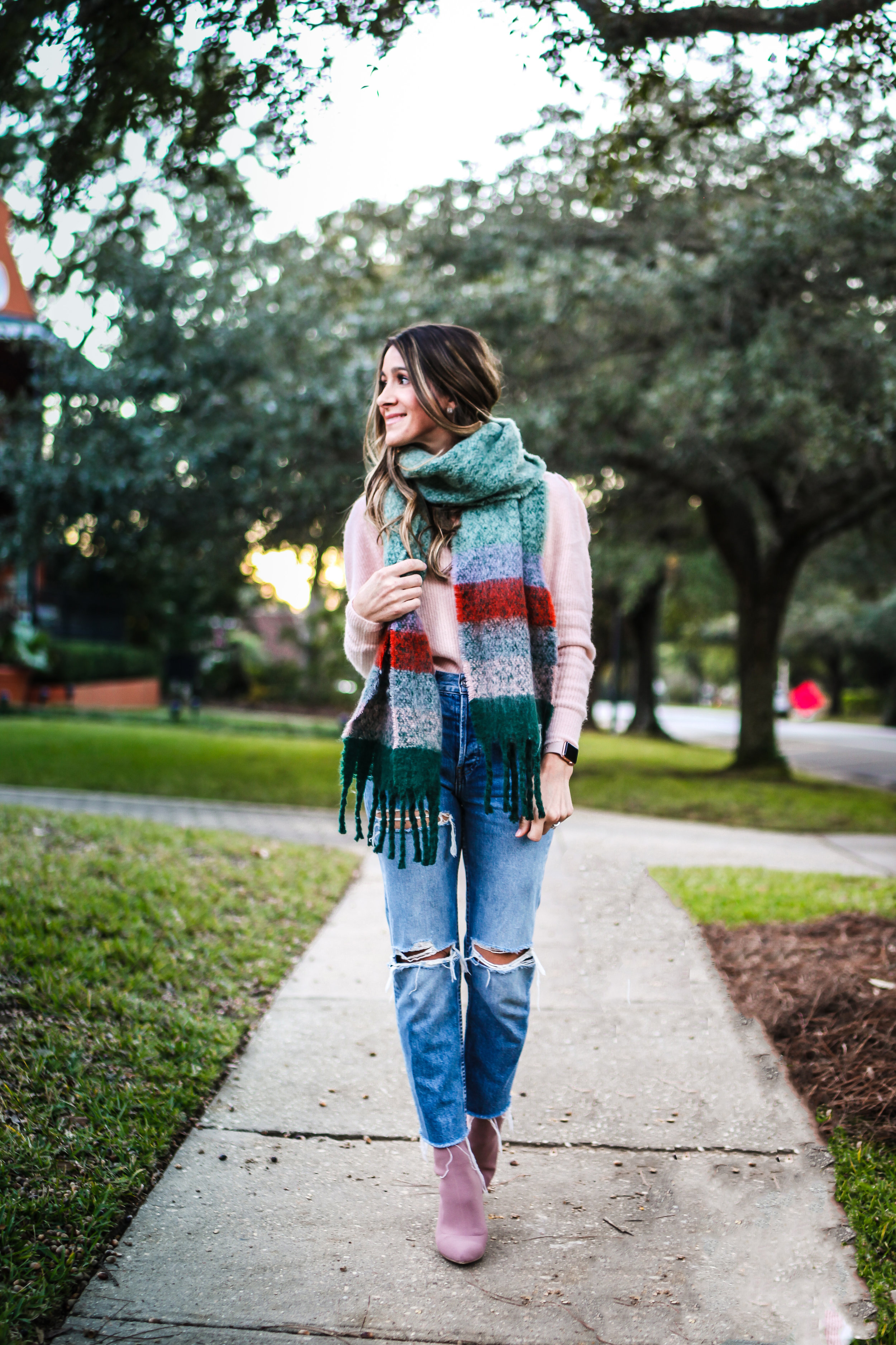 JEANS - RE/DONE - HERE, SIMILAR HERE | SWEATER - SIMPLY NAVY - HERE | SCARF -  HERE  | BOOTIES - STEVE MADDEN - HERE | WATCH - APPLE - HERE