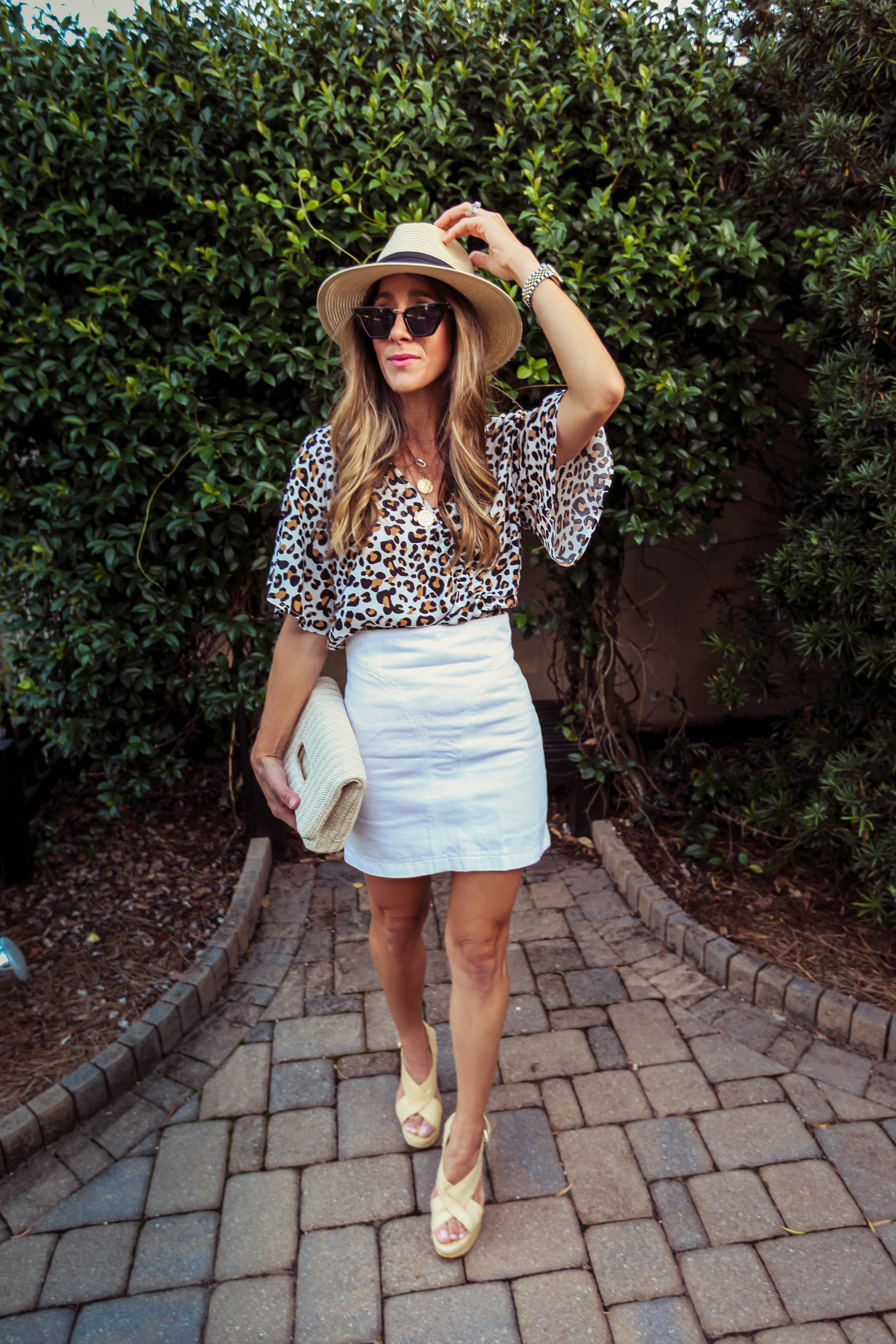 TOP - SUGARLIPS | SKIRT - SIMILAR HERE | SHOES - SIMILAR HERE | CLUTCH - HERE | NECKLACE HERE AND HERE | HAT - HERE